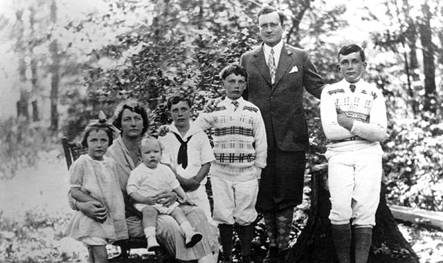 Walter and Josephine Strong and children (L to R): Anne, David, Robert, Jonathan and Walter Jr.